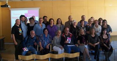 Fotografia de grup dels autors i autores
